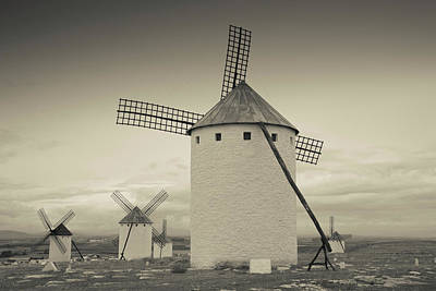 Antique Windmills In A Field, Campo De Art Print