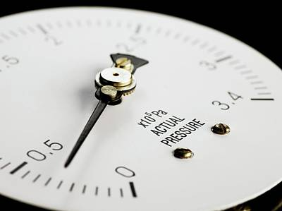 Tubular Photograph - Bourdon Pressure Gauge by Science Photo Library