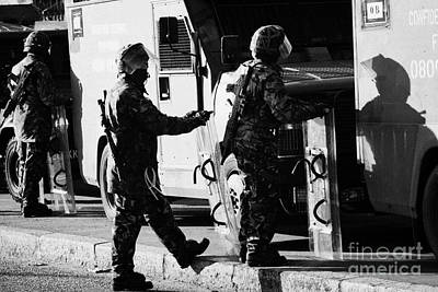 British Army Soldiers In Riot Gear On Crumlin Road At Ardoyne Shops Belfast 12th July Art Print