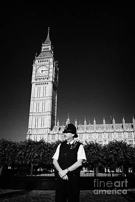 british metropolitan police office guarding the houses of parliament London England UK Art Print
