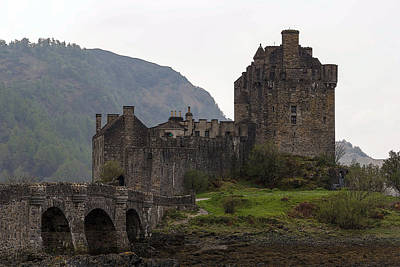 Cartoon - Structure Of The Eilean Donan Castle With A Stone Bridge Art Print