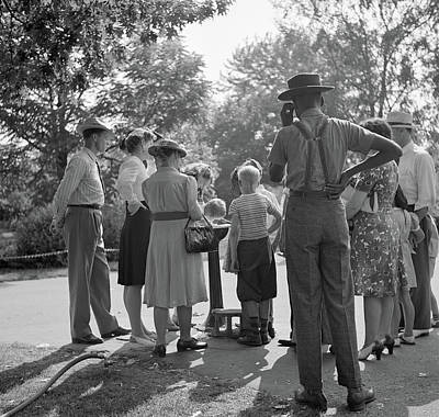 Michigan Detroit Zoo Photograph - Detroit, 1942 by Granger