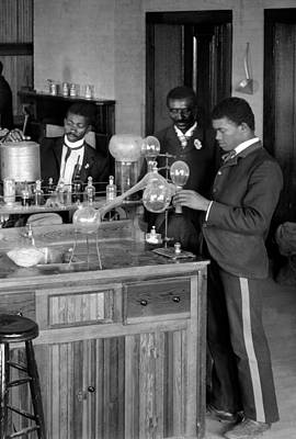 George Washington Carver Photograph - George W. Carver Teaching At Tuskegee by Science Source