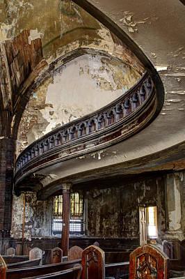 Detroit Abandoned Buildings Photograph - Dis-graceful Balcony by Pat Eisenberger