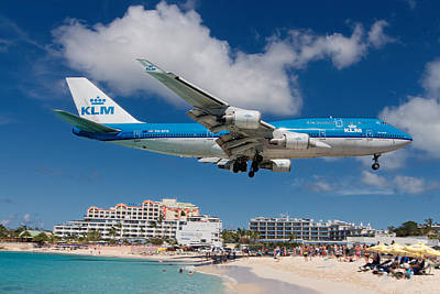 Sint Maarten Wall Art - Photograph - K L M Landing At St. Maarten by David Gleeson