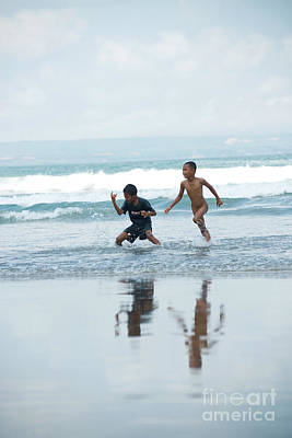 Photograph - 2 Kids by Yew Kwang