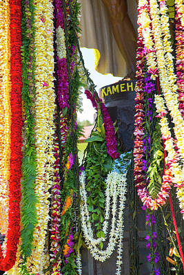 Lei Photograph - King Kamehameha Statue, Flower Leis by Douglas Peebles