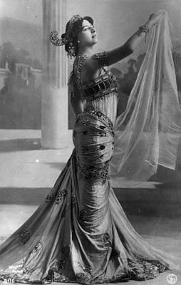 Mata Hari (1876-1917) Art Print by Granger