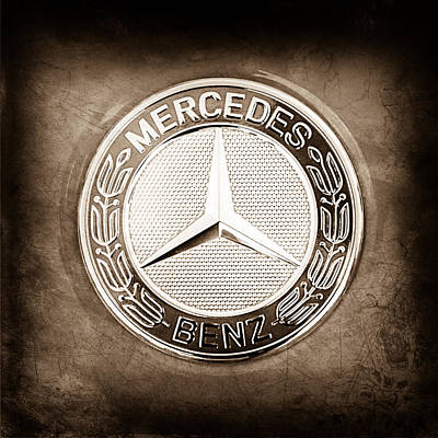 Vintage Sports Cars Photograph - Mercedes-benz 6.3 Amg Gullwing Emblem by Jill Reger