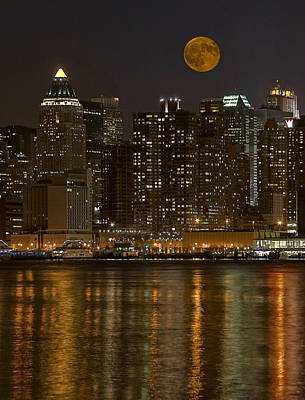 Empire State Photograph - Moonrise Over Manhattan by Susan Candelario