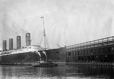 Hudson River Tugboat Photograph - New York Lusitania, 1908 by Granger
