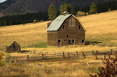 Travel - Old Barn 1 by Marv Russell