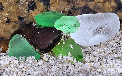 Beach Glass Photograph - Pieces Of Seaglass by Janice Drew