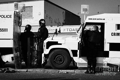 Psni Officers In Protective Riot Gear At Landrovers On Crumlin Road At Ardoyne Shops Belfast 12th Ju Art Print