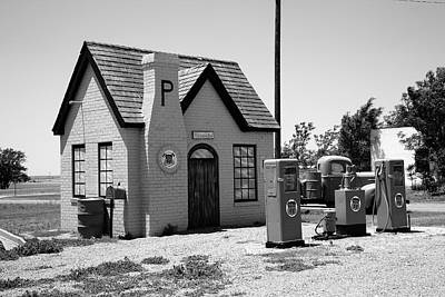 Photograph - Route 66 - Phillips 66 Gas Station by Frank Romeo