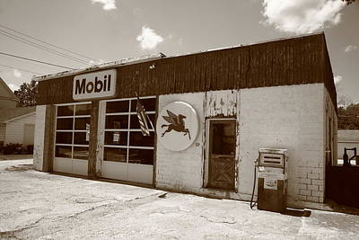Route 66 - Rusty Mobil Station Art Print by Frank Romeo