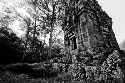 Abandoned Buildings Photograph - Ruin At Angkor Wat by Julian Cook