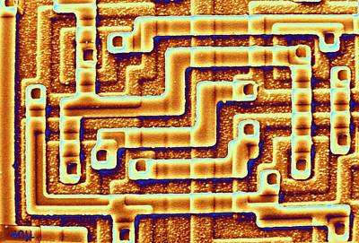 Sem Of The Surface Of An Integrated Chip Art Print by Science Photo Library