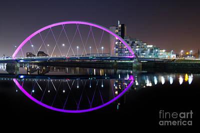 Squinty Bridge Glasgow Art Print by John Farnan