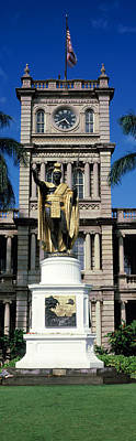 Statue Of King Kamehameha In Front Art Print