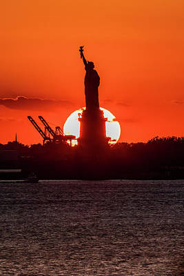 Staten Island Photograph - Statue Of Liberty Sunset. Nyc Harbor by Panoramic Images