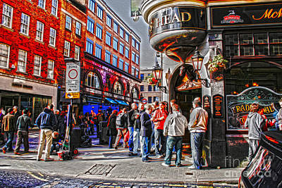 Digital Art - Streetlife In London by Patricia Hofmeester