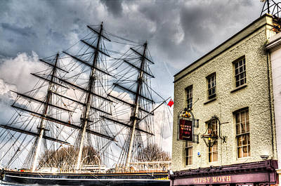 Cutty Sark Photograph - The Cutty Sark And Gipsy Moth Pub Greenwich by David Pyatt