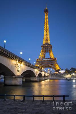 Photograph - Twilight Eiffel by Brian Jannsen