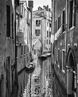 Venetian Alleyway Art Print by William Beuther