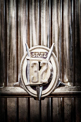1933 Stutz Dv-32 Five Passenger Sedan Emblem Art Print