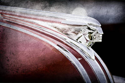 Streamliner Photograph - 1948 Pontiac Streamliner Woodie Station Wagon Hood Ornament by Jill Reger