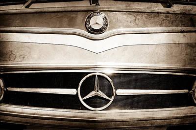 Bus Photograph - 1961 Mercedes-benz Type O321h Bus Grille Emblem by Jill Reger