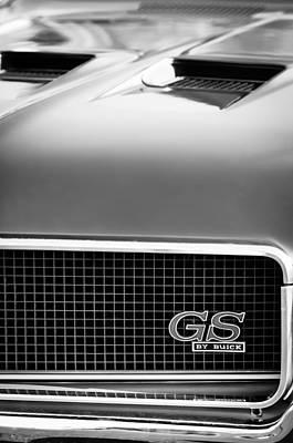 Buick Emblem Photograph - 1970 Buick Gs Grille Emblem by Jill Reger