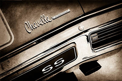 Chevy Ss Wall Art - Photograph - 1970 Chevrolet Chevelle Ss Taillight Emblem by Jill Reger
