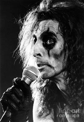 Perform Photograph - Alice Cooper 1979 by Chris Walter