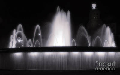 Photograph - Barcelona Spain - Placa De Catalunya Fountain by Gregory Dyer