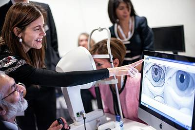 Ophthalmologists Photograph - Corneal Topography Demonstration by Dan Dunkley