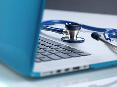 Advice Photograph - Doctor Online by Tek Image