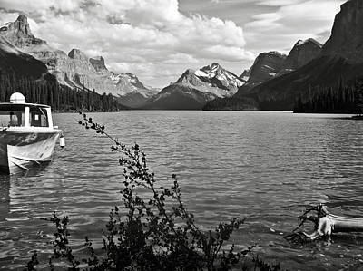 Photograph - Maligne Lake by RicardMN Photography