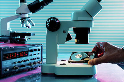Electronics Photograph - Microelectronic Device by Wladimir Bulgar