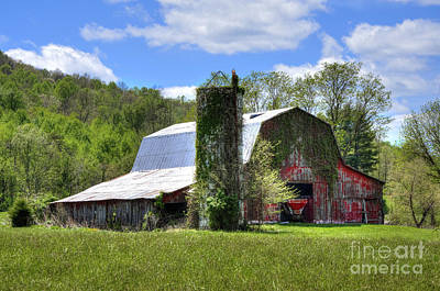 Photograph - Old Red Barn by Paul Mashburn