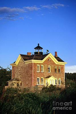 Saugerties Photograph - Saugerties Lighthouse by Skip Willits