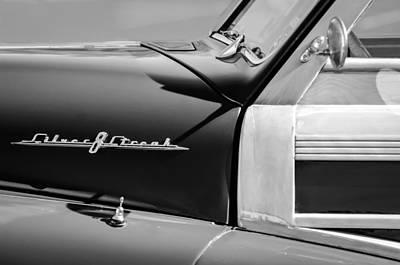 1948 Pontiac Streamliner Photograph - 1948 Pontiac Streamliner Woodie Station Wagon Emblem by Jill Reger