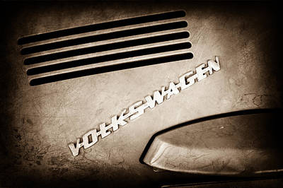 Vw Beetle Photograph - 1971 Volkswagen Vw Beetle Emblem by Jill Reger