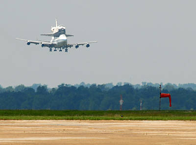 747 Carrying Space Shuttle Art Print by Science Source