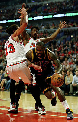 Chicago Photograph - Cleveland Cavaliers V Chicago Bulls - by Jonathan Daniel