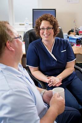 Discussions Photograph - Doctor Talking With Nurse by Jim Varney