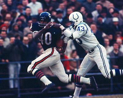 American Football Photograph - Gale Sayers by Retro Images Archive