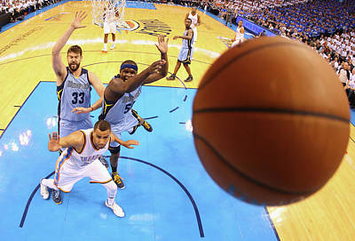 Photograph - Memphis Grizzlies V Oklahoma City by Ronald Martinez