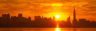Center Glow Photograph - Nyc, New York City New York State, Usa by Panoramic Images